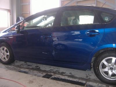 トヨタ プリウスの左側面板金塗装修理(弘前市内のお客様)